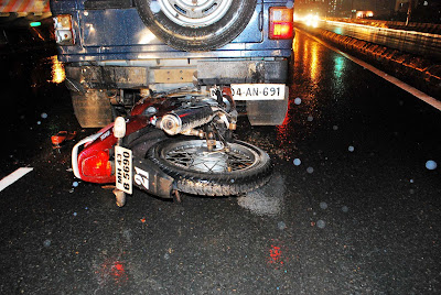 www pnrnews co in: Accident at Thane eastern highway udan poll at 3