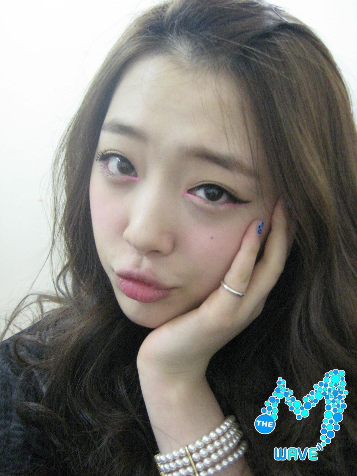 Korean Star: [Picture] f(Sulli)'s cute selca at M Wave! F(x) Sulli Selca