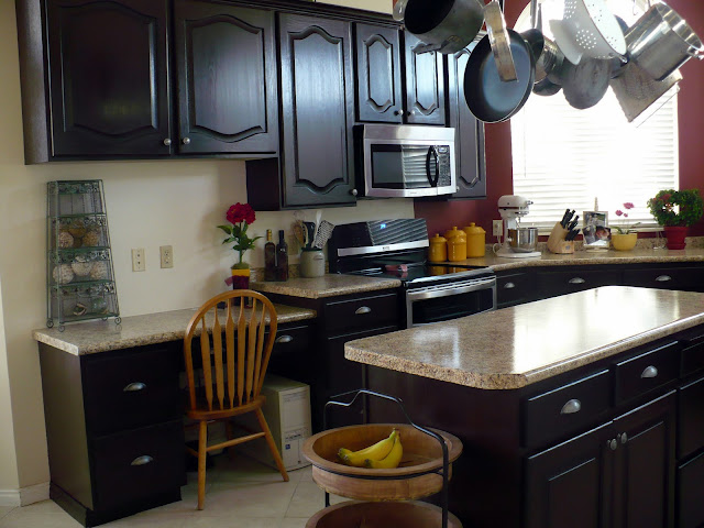 Pretty Lil' Posies: $250 Kitchen Makeover with $20 Granite ... on Black Granite Stain  id=65094