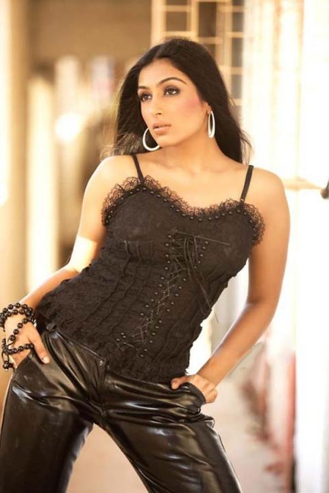 padmapriya hot in surya film awards - photo #24