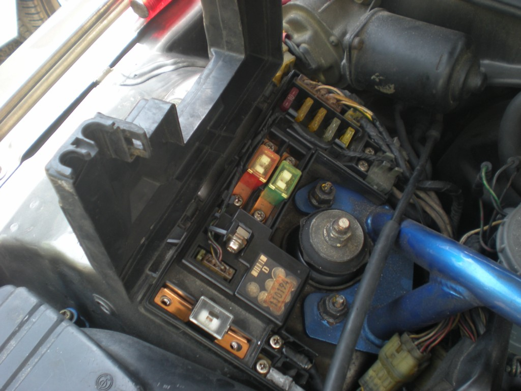 H A N G A R A G E Short Circuit 2001 Kia Sephia Fuse Box Diagram Car Fuse  Box Short Circuit