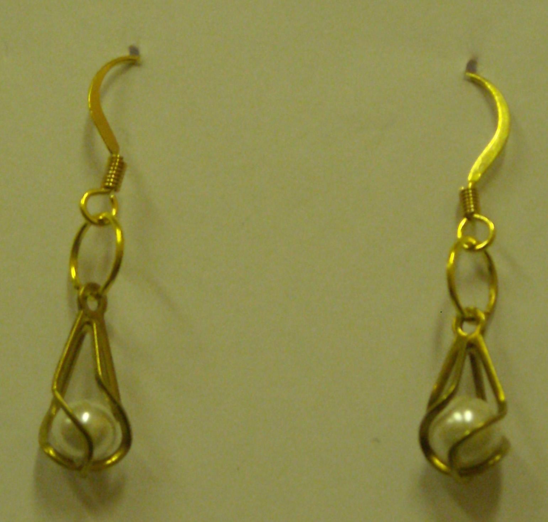 b8ae2ba8f99 Valge pärliga kõrvarõngad. Sellised väikesed tagasihoidlikud kuldsed ...
