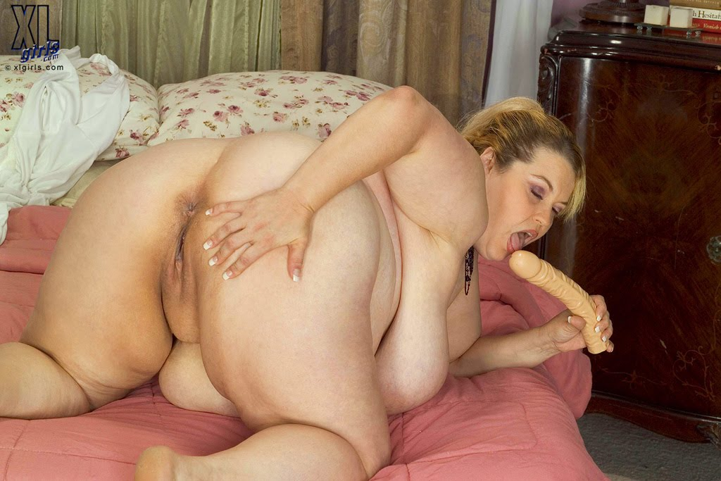 free nude plumpers bent over pics