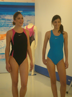 Είδαμε τα μαγιό της συλλογής φορεμένα από κορίτσια που ξέρουν καλά το θέμα  ως πρωταθλήτριες κολύμβησης… 403f2325352