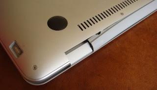 MacBook Air broken hinge