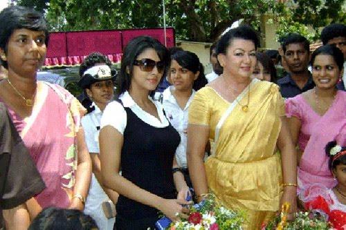 Tamil Makkal Kural: Nadigai Asin Ullaasa Sutrula Srilanka