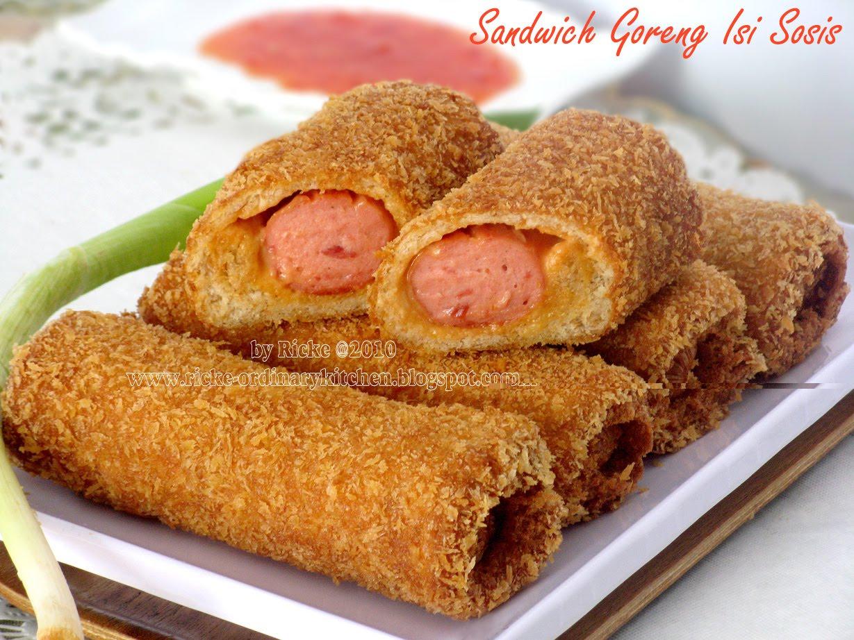 Punya Sisa Roti Tawar  Lembar Dan Sosis Yg Belum Dibuka Dari Kemasannya Juga Isi  Biji Klop Kan Bikin Sandwich Goreng Aja Deh