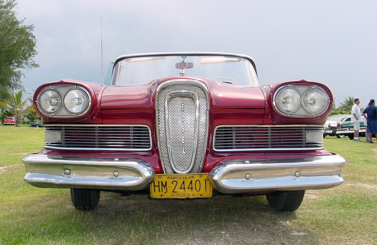 Along the Malecón: Vintage American cars in Cuba