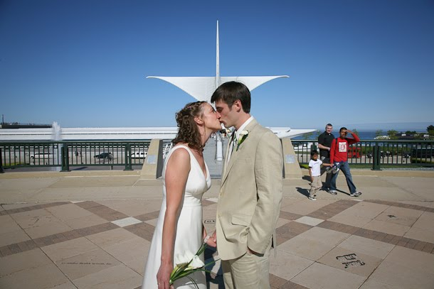 Ellie and John kissing in front of the Calatrava before their wedding