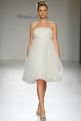 Detalles para tu boda  Tendencias 2010  Vestidos de novia cortos 33a51722a650