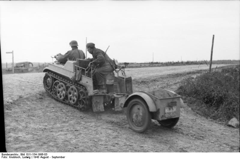 """""""SdKfz 2 Kettenkrad vehicle with SdAnh 1 trailer in the Soviet Union, winter of 1943-1944.  Home.  Photos."""