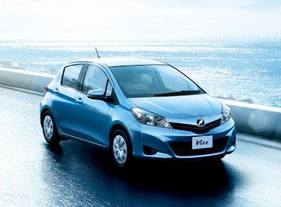 2011 Toyota Vitz pics