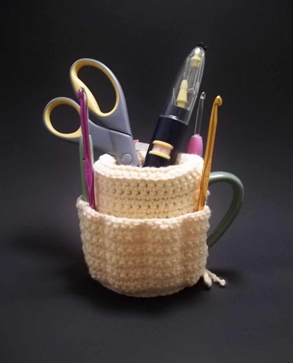 Makeup brushes holder cup