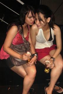 Lagi-lagi gambar Jasmine minum arak. Semoga anda insaf!