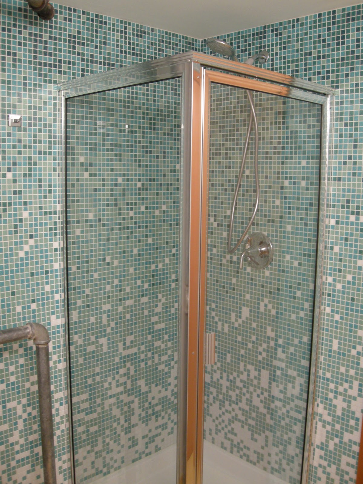 Handyman Doye: Open Look for a Small Space: Glass Tile Shower