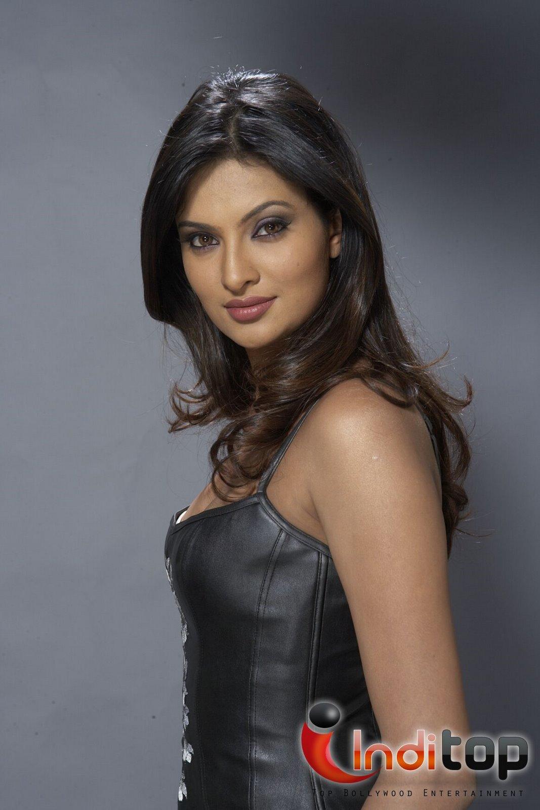 Sayali Bhagat Nude Photos 91