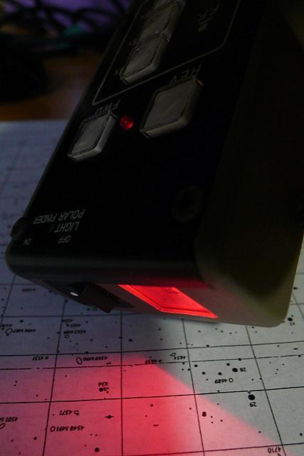 Pentax M3-3 赤道儀控制盒有貼心的紅光照明設計。