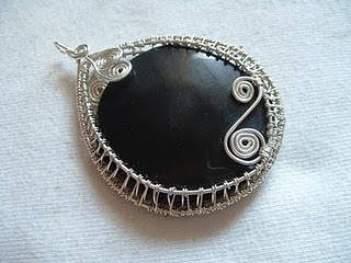 How To Wire Weave A Cabochon Tutorial The Beading Gem S