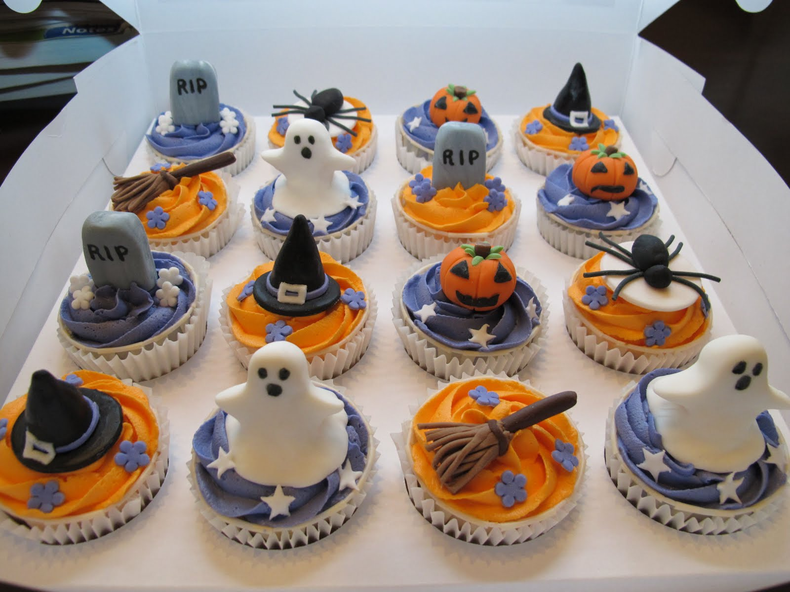 Pink oven cakes and cookies halloween cupcake ideas - Halloween decorations for cupcakes ...
