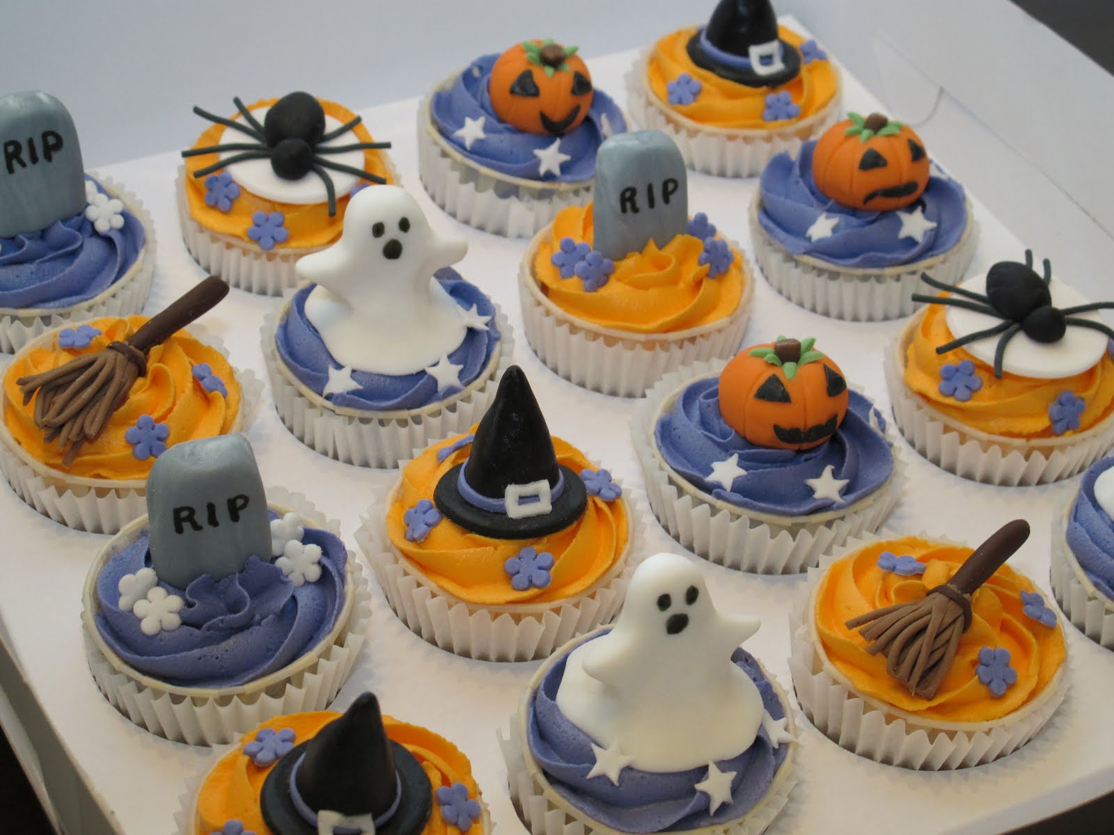 Pink Oven Cakes And Cookies Halloween Cupcake Ideas