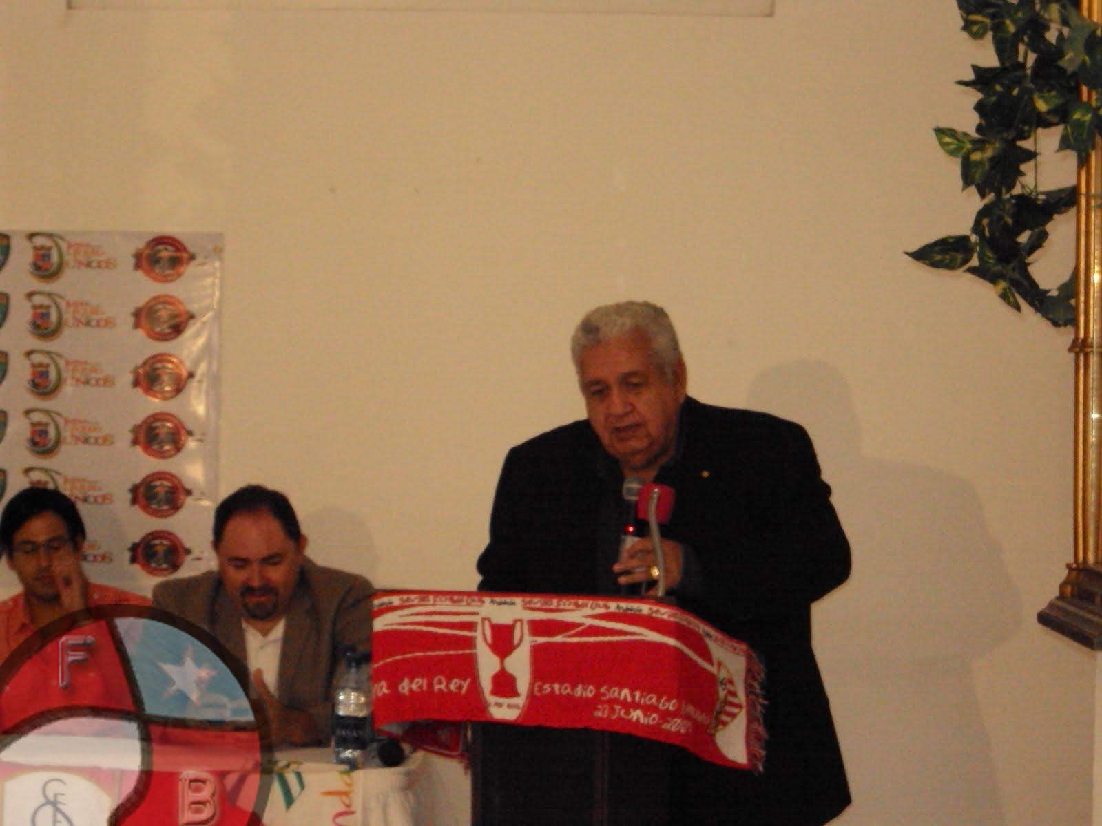 José Serralta en conferencia de prensa con el Sevilla FC Puerto RIco mientras era presidente de la FPF. Archivo