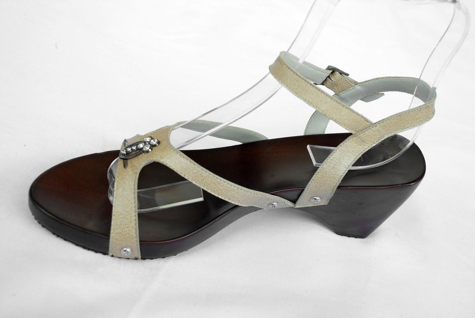Mangrupa Sandal & Sepatu Kayu Lukis Kulit