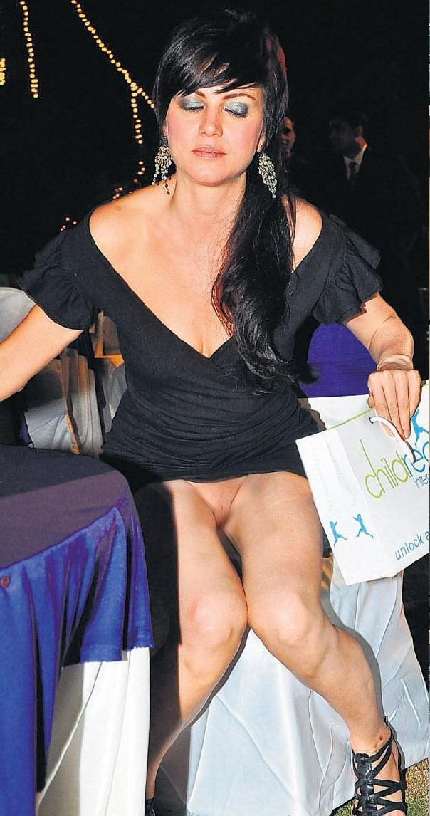 Celebrities Without Panties 29
