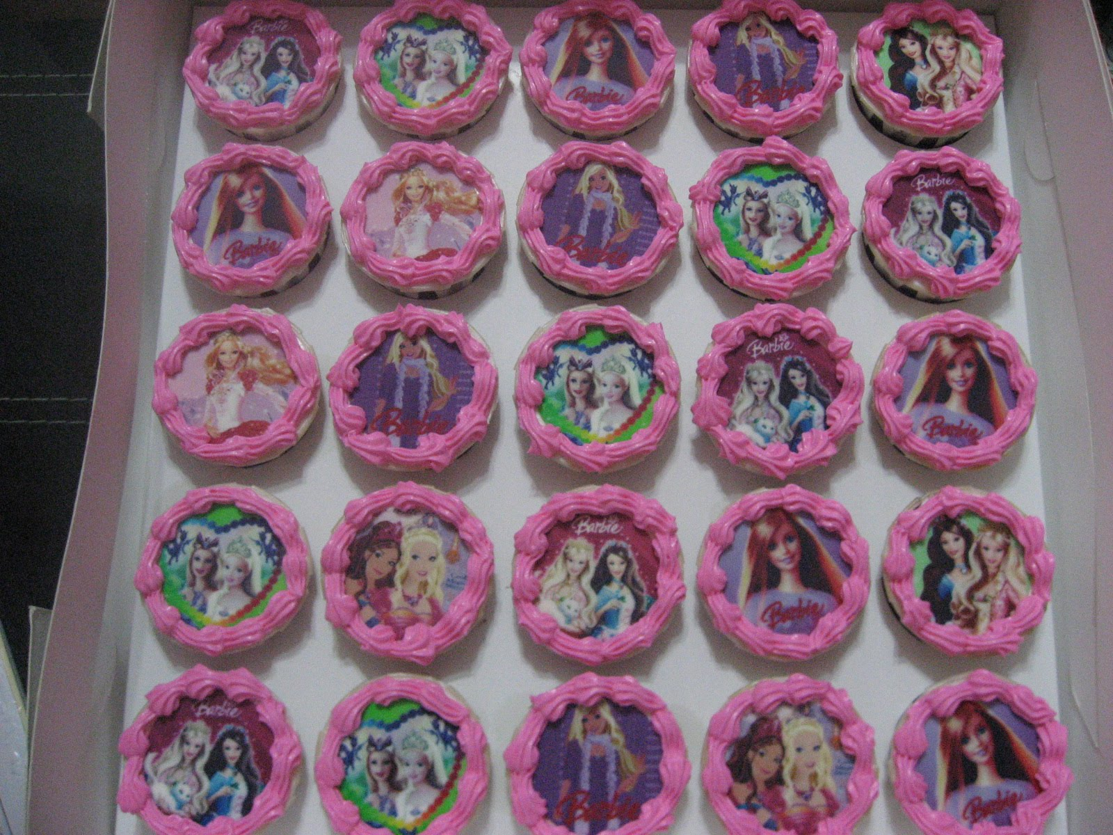 Dari Oven Yang Comel Barbie Cupcake