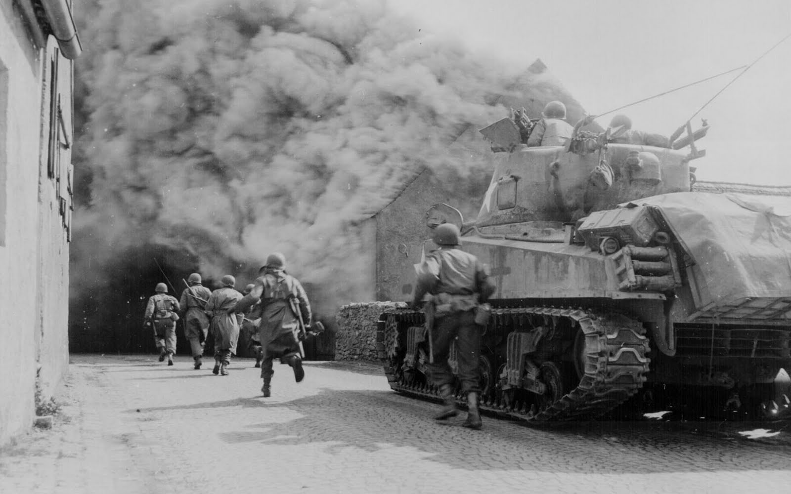 tanks in world war ii wallpapers. Black Bedroom Furniture Sets. Home Design Ideas