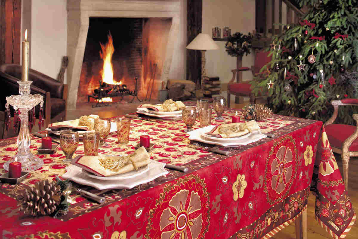 DECK THE HOLIDAY'S: CHRISTMAS IN FRANCE