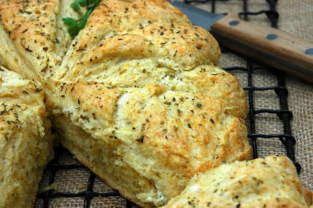 Scones with herbs and cheese