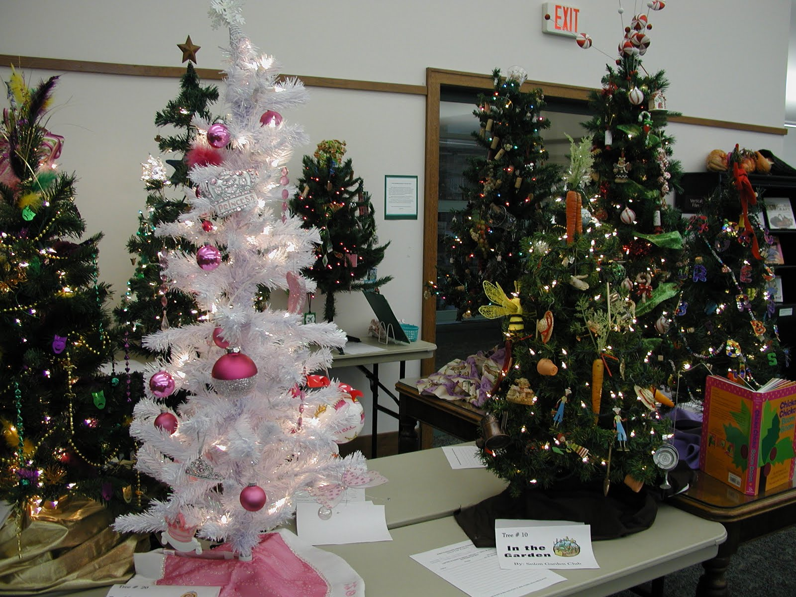 Solon Public Library: Habitat For Humanity Christmas Tree