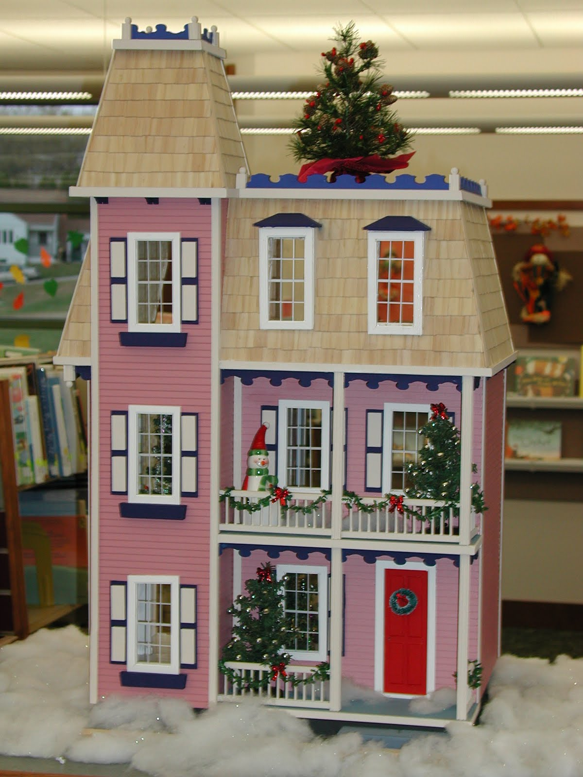 Solon Public Library Beautiful Victorian Dollhouse Up For