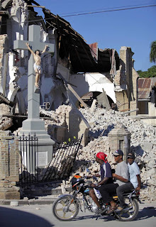 EL CRISTO QUEDO DE PIE….. HAITI