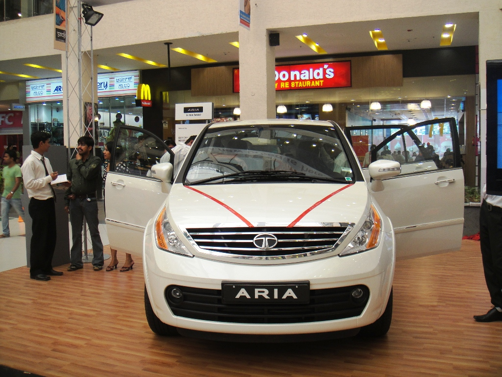 New 2012 Car Review Tata Aria Indian Luxury Car