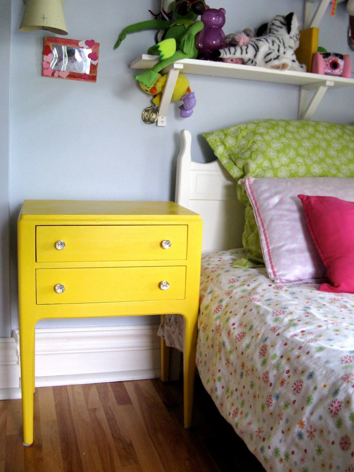 pour toujours magical bed side table table de nuit magique. Black Bedroom Furniture Sets. Home Design Ideas