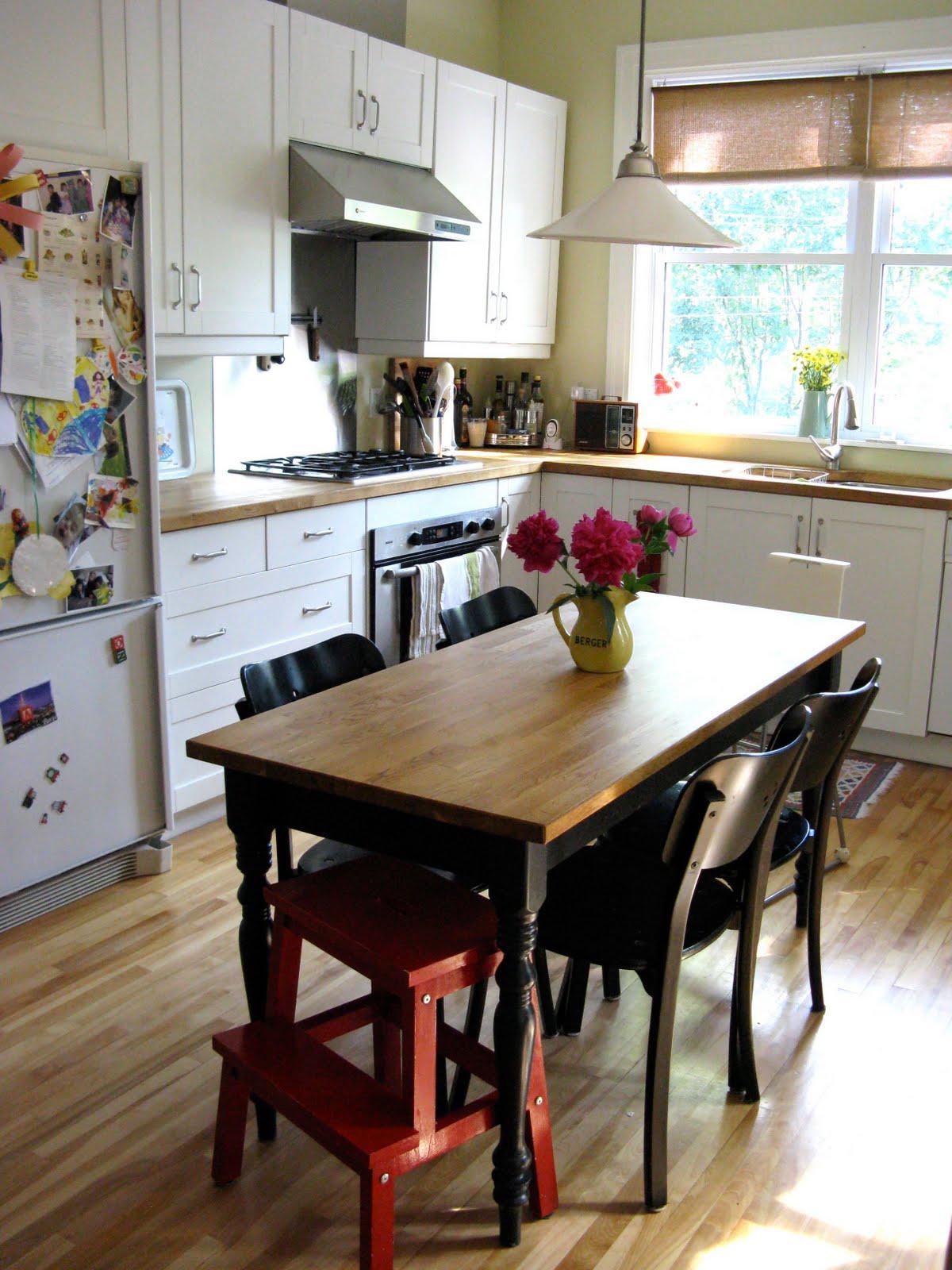 pour toujours: The kitchen and office corner, La cuisine ...