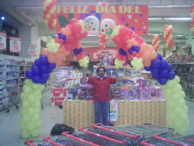 Decoraci n con globos d a del ni o for Decoracion puertas dia del nino