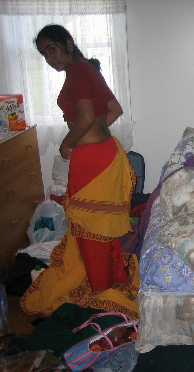 mallu-aunties-showing-nude-back