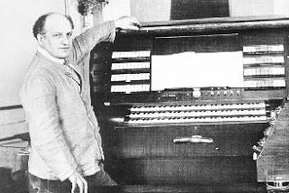 Jorg Mager y el Partiturophon, especializado en microtonalidad