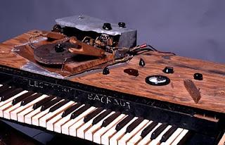 El teclado y los controles del primer prototipo de Electronic Sackbut de Hugh Le Caine de 1948
