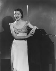Clara Rockmore en 1936 con su theremin