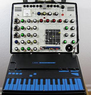 El sintetizador británico de la firma EMS de Peter Zinovieff, AKS