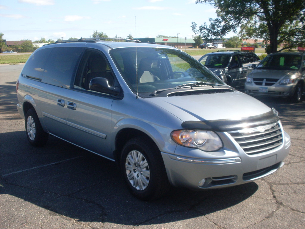 ride auto 2005 chrysler town country. Black Bedroom Furniture Sets. Home Design Ideas