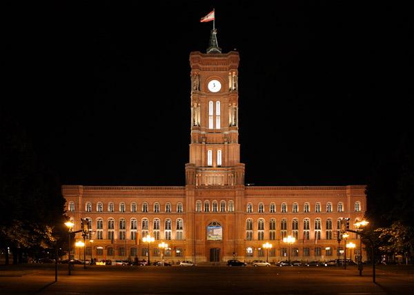 Ночное фото Берлинской Красной ратуши