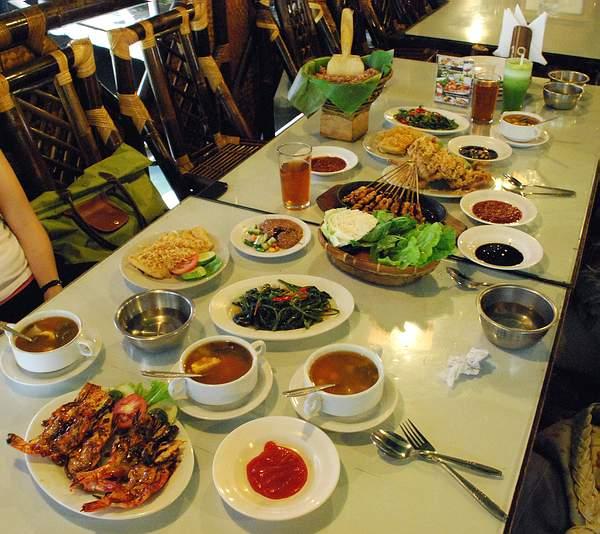 Makanan Sundanese