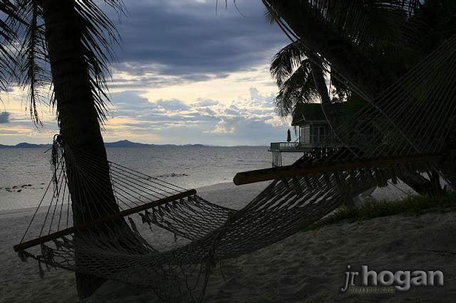 Relaxing on Rawa Island