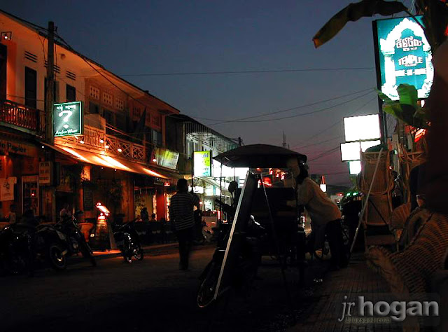 Night photo of Pub Street Siem Reap