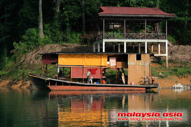 Boat House Kenyir Lake
