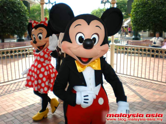 Hong Kong Mickey and Minnie Mouse